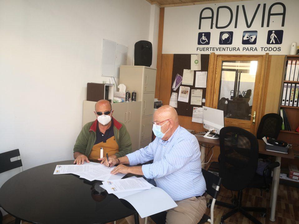 José Gómez y Antonio Hormiga firman el convenio de colaboración